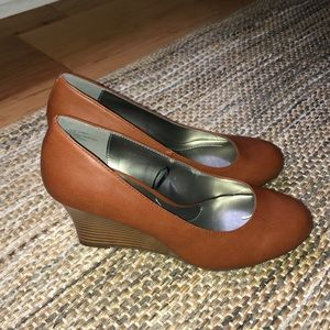 East 5th women's brown leather wedges